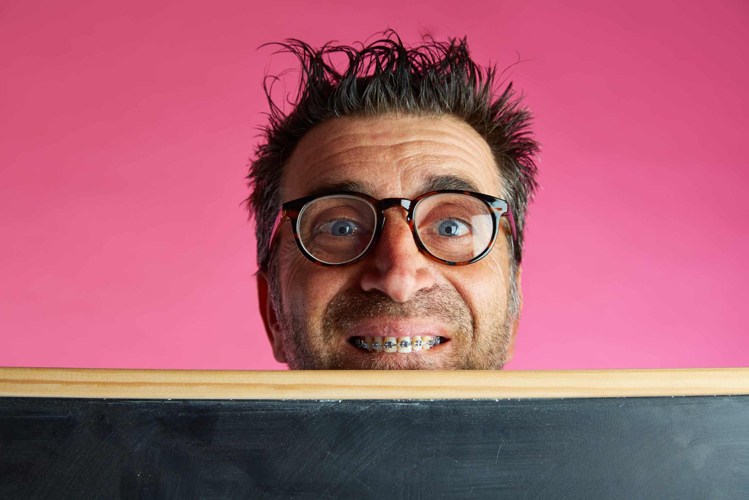 Czy noszenie aparatu ortodontycznego boli?