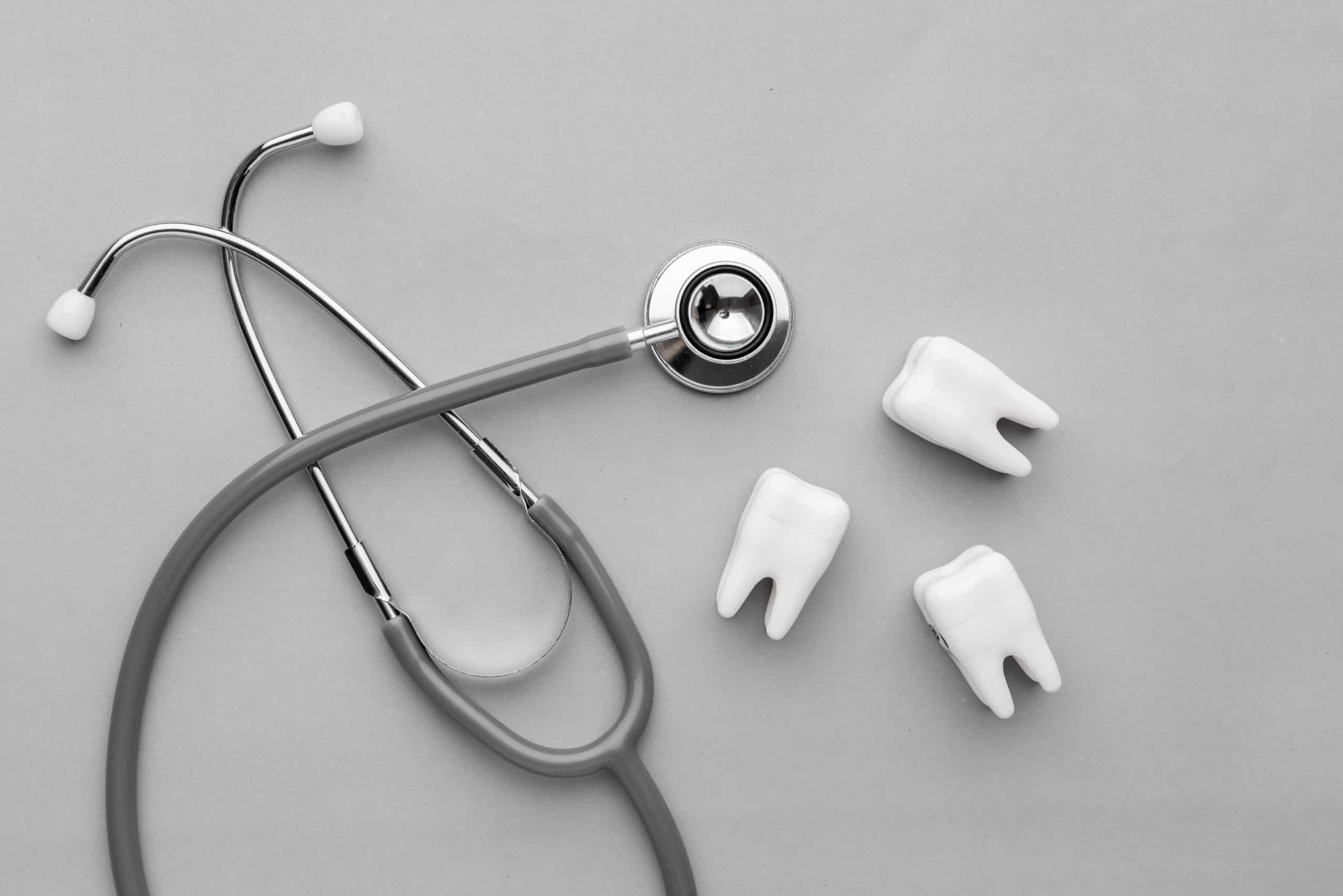 Usuwanie ósemek. Usuwanie zębów mądrości a aparat ortodontyczny.